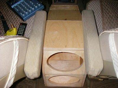 Тема: бар между передними сиденьями