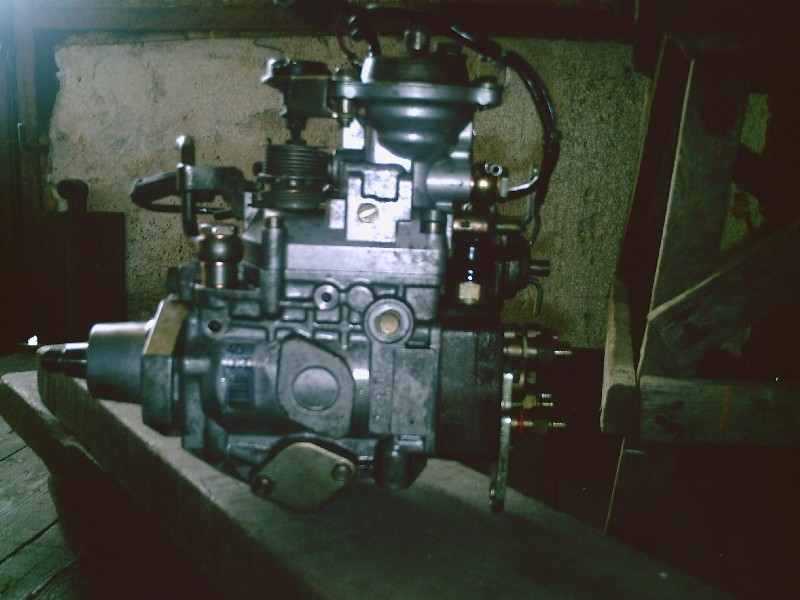 ТНВД - вид от двигателя.