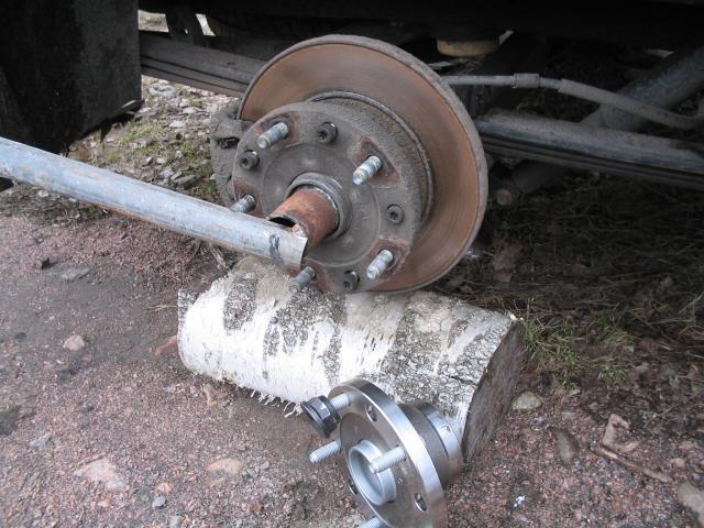 mitsubishi l300 замена шпилек заднего колеса
