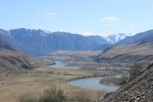 В эту долину попадаешь, если переедешь по двум мостам - через Чую и через Катунь место - слияние Чуи и Катуни  - IMG_8929.JPG