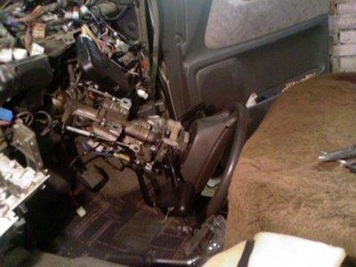 Радиатор отопителя: его замена и всё, что с этим связано - руль на пол1.jpg